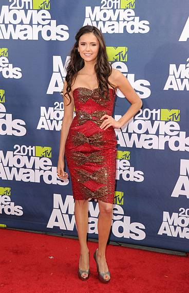 /content/ontv/movieawards/2012/photo/flipbooks/movie-awards-style/sparkles-shards-and-sequins/2011-nina-dobrev-115269404.jpg