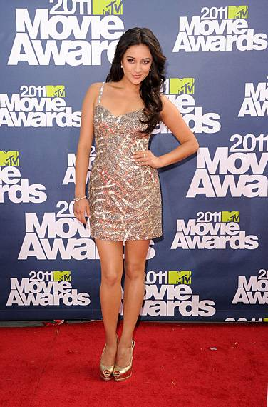/content/ontv/movieawards/2012/photo/flipbooks/movie-awards-style/sparkles-shards-and-sequins/2011-shay-mitchell-115267616.jpg