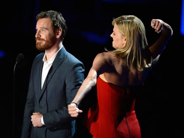 /content/ontv/movieawards/2012/photo/flipbooks/12-show-highlights/michael_fassbender_charlie_theron_getty145699971.jpg