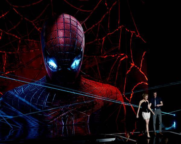/content/ontv/movieawards/2012/photo/flipbooks/12-show-highlights/amazing_spiderman_emma_stone_andrew_garfield_getty145701392.jpg