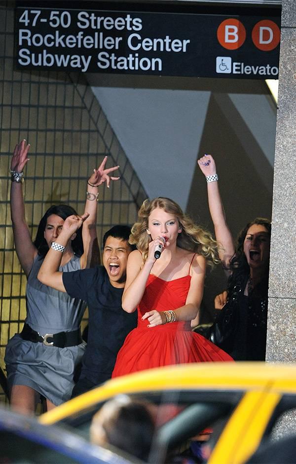 2009 VMAs   Taylor Swift Performance   600x940