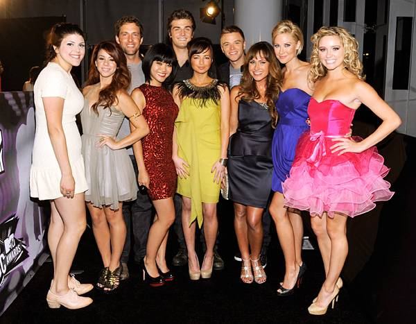 The cast of 'Awkward' squeezes together for a not-so-awkward photo on the 2011 MTV Video Music Awards red carpet.