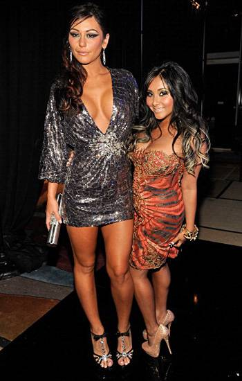 In vibrant mini dresses and high heels, JWOWW and Snooki bring 'Jersey Shore' style to the 2011 Video Music Awards.