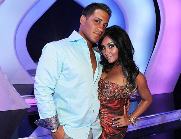 'Jersey Shore''s Jionni and Snooki make for an adorable couple at the 2011 VMAs.