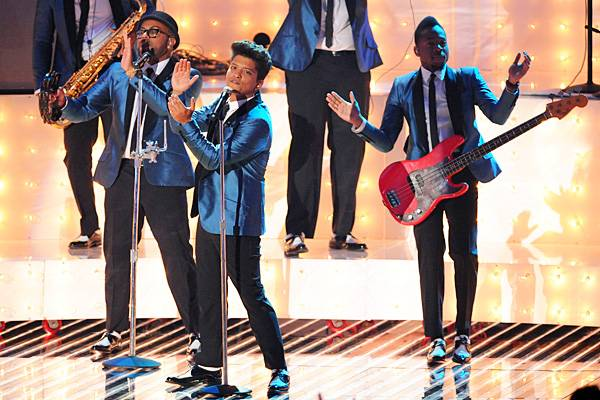 """Bruno Mars pays tribute to the late Amy Winehouse with """"Valerie"""" on stage at the 2011 MTV Video Music Awards in Los Angeles."""