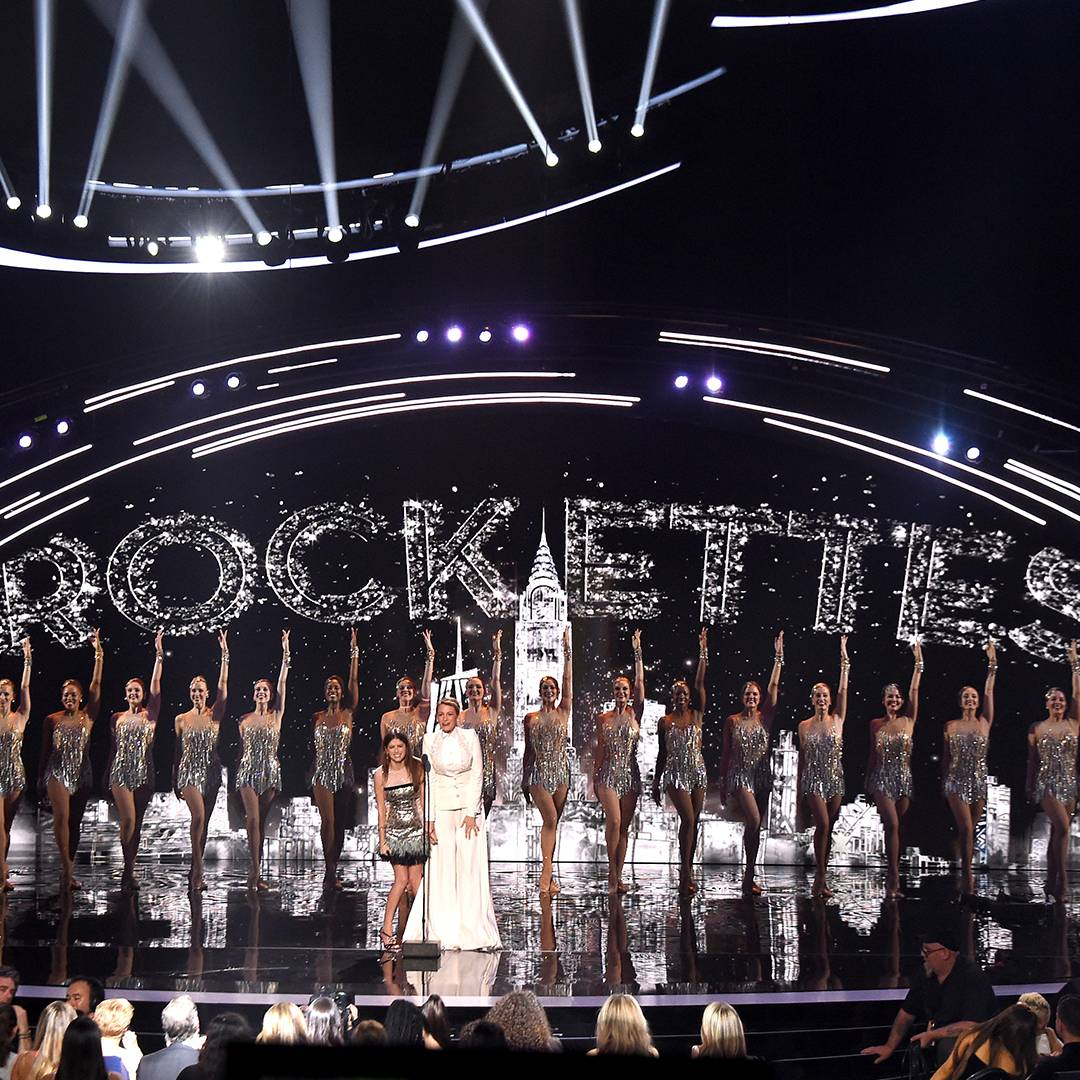 Anna Kendrick and Blake Lively arrive with the best backup dancers in the world: The Rockettes!