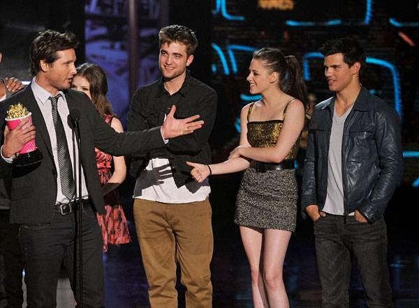 Movie & TV Awards 2010   Best Movie Winner Twilight   600x442