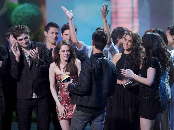 Movie & TV Awards 2011   Best Movie Winner Twilight   600x451