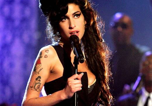 /content/ontv/movieawards/retrospective/photo/flipbooks/showstopping-musical-performances/2007-amy-winehouse-74387855.jpg
