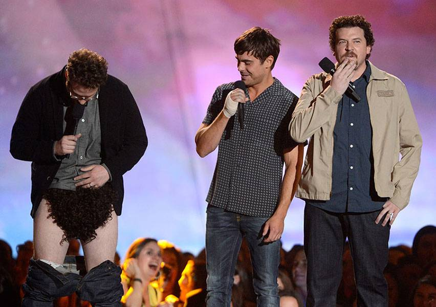 /content/ontv/movieawards/2013/photo/flipbooks/13-show-highlights/recropped/seth-rogen-zac-efron-danny-mcbride-getty-166647476.jpg