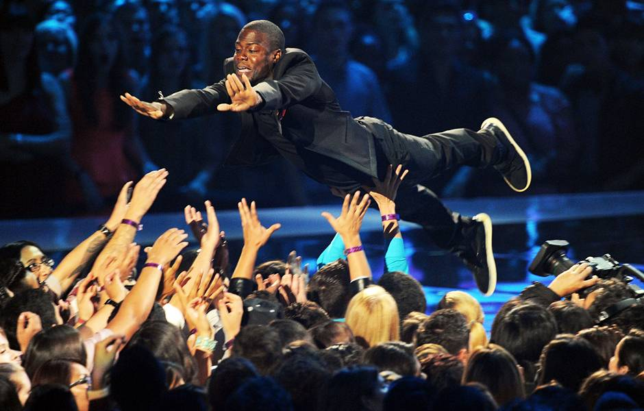 In 2012, Kevin Hart's opening monologue goes from serious to silly; one minute he is lecturing Chris Brown and Drake about letting go of their egos and the next he is stage diving in to the crowd!