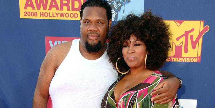 DJ Fatman Scoop and his beau Shonda of 'Man and Wife' take a moment for the cameras at the 2008 MTV Video Music Awards.