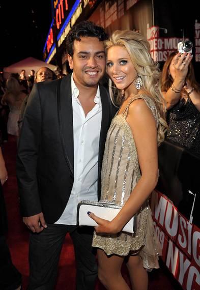 'The Hills'' Frankie Delgado and Stephanie Pratt snuggle up at the 2009 MTV Video Music Awards.
