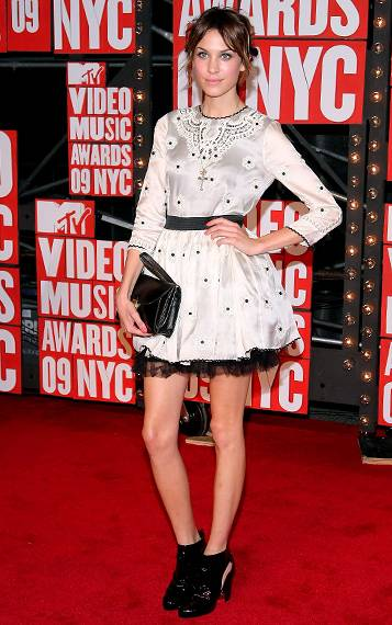 Model and style maven Alexa Chung walks the red carpet in a flirty black-and-white frock at the 2009 MTV Video Music Awards.