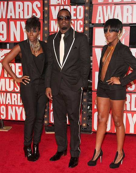 P. Diddy and 'Making His Band' castmates Kalenna Harper and Dawn Richards show the meaning of 'all black everything' at the 2009 MTV Video Music Awards.