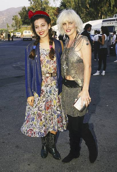 MTV VJs Moon Zappa and Katie Wagner show off their fun, eclectic style before the 1987 MTV Video Music Awards.