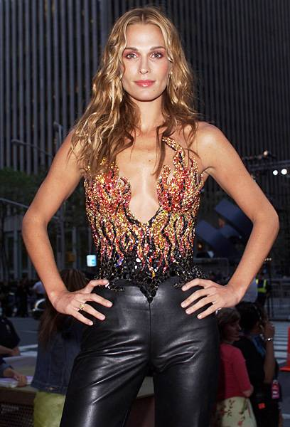 Supermodel Molly Sims of 'House of Style', is on fire --literally!-- on the red carpet at the 2000 MTV Video Music Awards.
