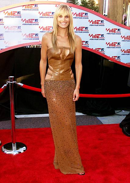 Bronzed goddess Molly Sims of 'House of Style' shows off her impeccable bod in a sexy, cut-out sequined number at the 2001 MTV Video Music Awards.