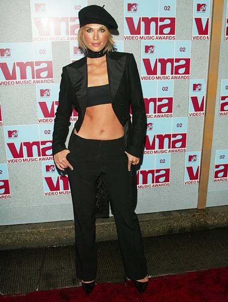 No, this isn't a Sports Illustrated spread. That's 'House of Style' host Molly Sims baring her perfectly sculpted abs at the 2002 MTV Video Music Awards.