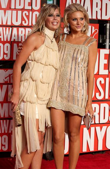 'The Hills'' Holly Montag and Stephanie Pratt share a LPD (little peach dress!) moment at the 2009 MTV Video Music Awards.