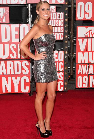 'The Hill's' Kristin Cavallari shines bright in a sexy sequined number on the red carpet at the 2009 MTV Video Music Awards.