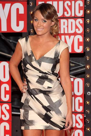 Lauren Conrad of MTV's 'The Hills' looks pretty in print on the red carpet at the 2009 MTV Video Music Awards.