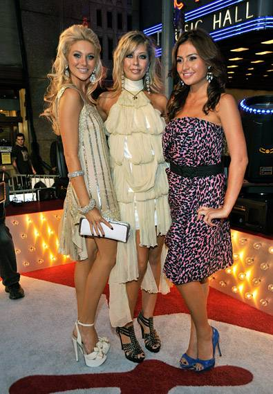 'The Hills' cast-mates, Holly Montag, Stephanie Pratt and Stacie Hall get in close for the cameras at the 2009 VMAs.