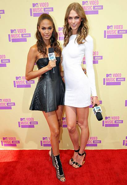 The red carpet can't get any hotter! 'House of Style' correspondents and supermodels Joan Smalls and Karlie Kloss show off their model gams at the 2012 MTV Video Music Awards.