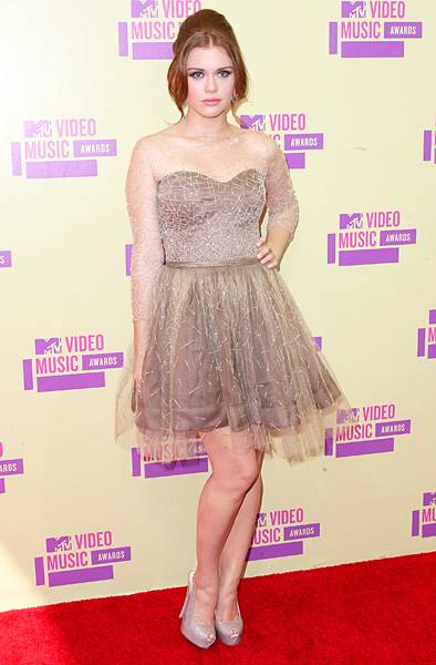 'Teen Wolf''s Holland Roden opts for a young, flirty look at the 2012 Video Music Awards.