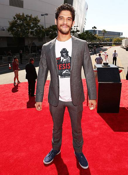 MTV's 'Teen Wolf' stud Tyler Posey mixes business with pleasure in a slim-fitting suit and navy sneakers at the 2012 Video Music Awards.