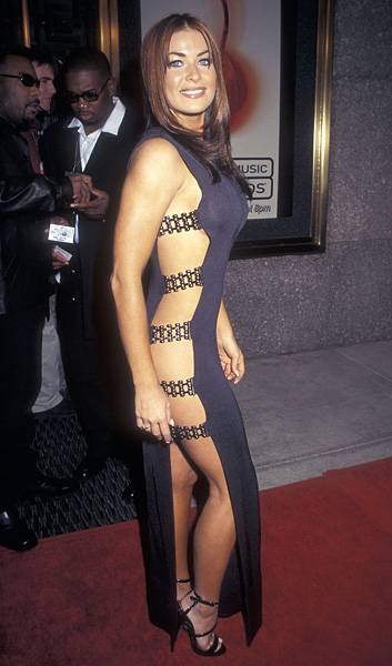9.4.1997, New York City, NY: Carmen Electra bares her bits at the 1997 Video Music Awards.