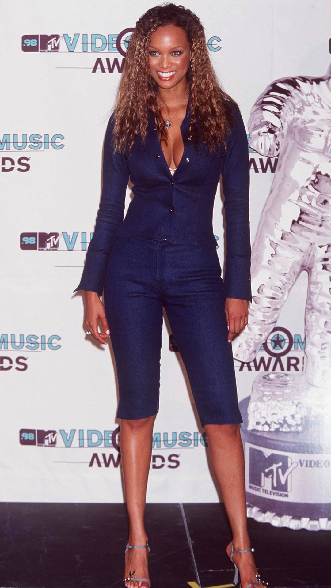 MTV Video Music Awards 2021   Are These MTV VMA 90s Looks Making a Comeback?   Tyra Banks   1080x1920
