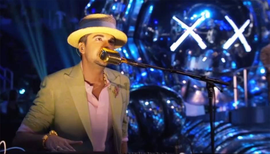 DJ Cassidy rocks the house all night long at the 2013 Video Music Awards in Brooklyn.
