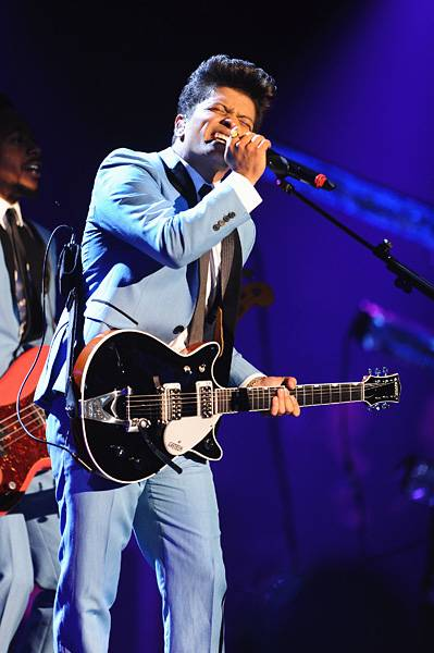 EMA 2011   Showstopping Performances Bruno Mars   399x600