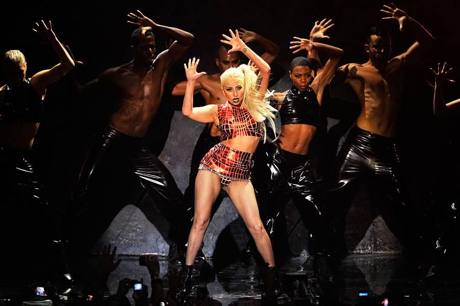 EMA 2011   Showstopping Performances Lady Gaga   902x600