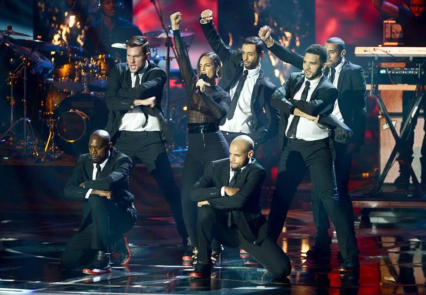 EMA 2012   Showstopping Performances Alicia Keys   868x600