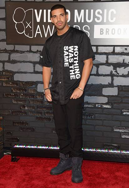 In all black everything, Drake couldn't walk the 2013 VMAs red carpet without reminding everyone of his new album, 'Nothing Was The Same.'