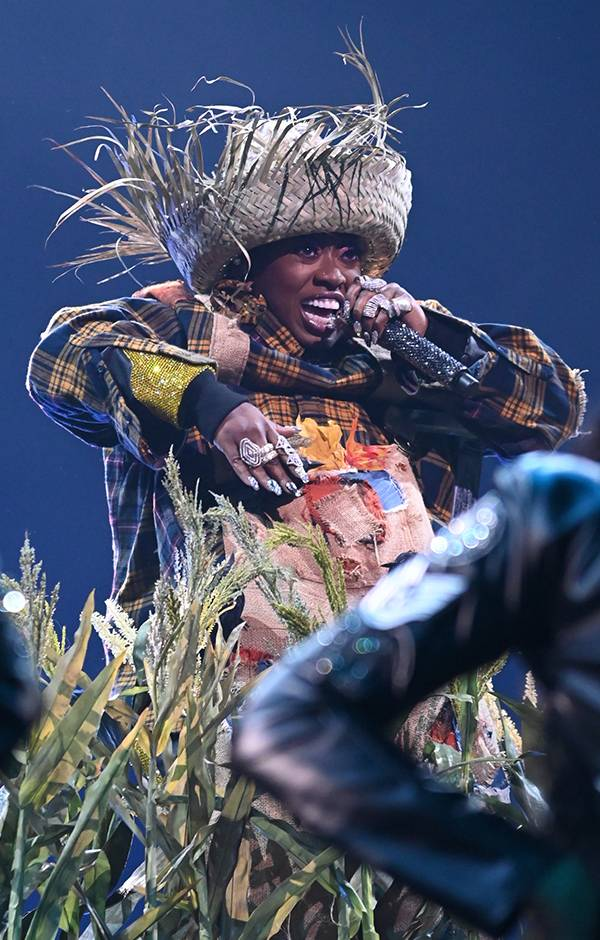 Missy Elliott rocks a straw hat during her performance at the 2019 VMAs.
