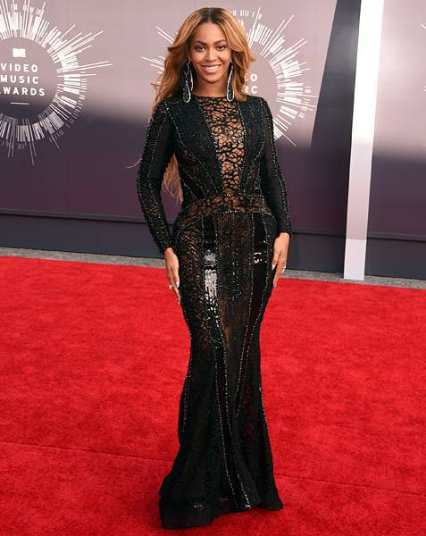 Queen Bey is flawless on the 2014 VMA red carpet in a black, body hugging, lace gown.