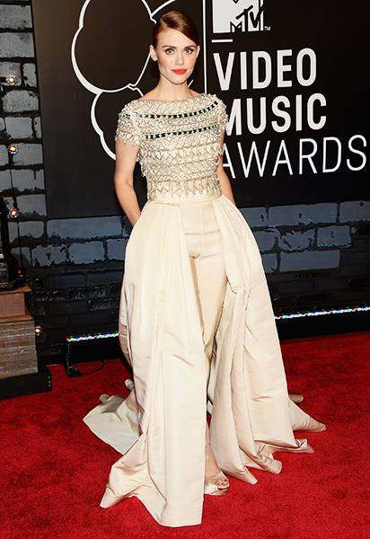 Dripped in embellishments and sparkle, 'Teen Wolf' starlet Holland Roden pulls off head-to-toe glamour on the 2013 MTV Video Music Awards.