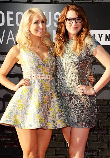 Gal pals Nikki Glaser and Sara Schaefer take a break from reporting on 'Nikki And Sarah Live to strut their stuff at the 2013 MTV Video Music Awards.