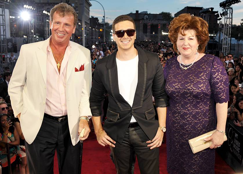 'Show With Vinny' star Vinny Guadagnino made the 2013 MTV Video Music Awards a family affair when he brought his Uncle Nino and mom, Paula, to the big event.