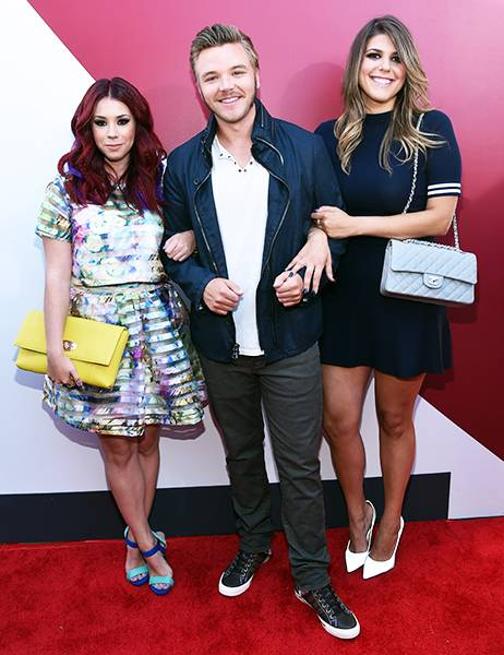 The 'Awkward' gang is all here! Jillian Rose Reed, Brett Davern and Molly Tarlov literally link up at the 2014 MTV Video Music Awards.