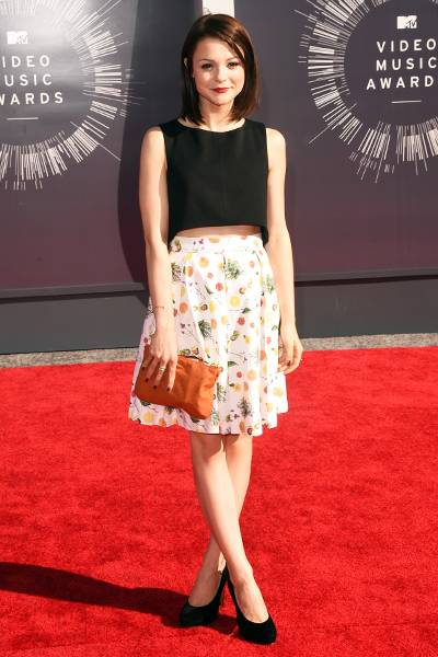 'Finding Carter' actress Kathryn Prescott rocks an adorably care-free ensemble at the 2014 MTV Video Music Awards.