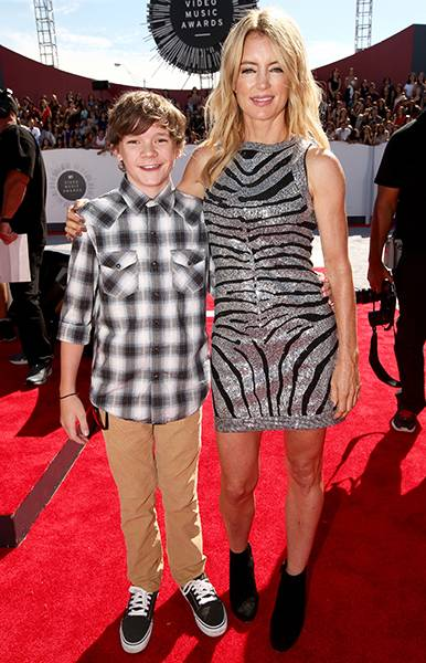'Finding Carter' co-stars Zac Pullam and Cynthia Watros prove they aren't afraid to rock some pretty bold prints on the 2014 MTV Video Music Awards red carpet.