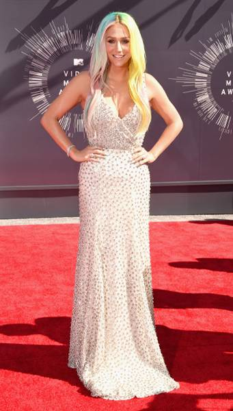 She might already have a 'Crazy Beautiful Life,' but now Kesha has a crazy beautiful red carpet moment at the 2014 MTV Video Music Awards.