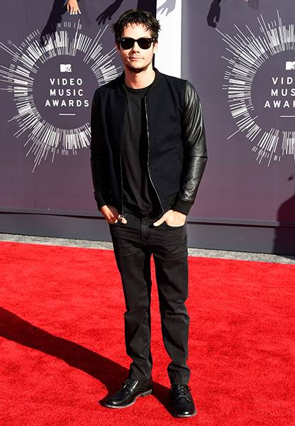 'Teen Wolf' fan favorite Dylan O'Brien gets monochromatic in an all-black-everything'fit at the 2014 MTV Video Music Awards.