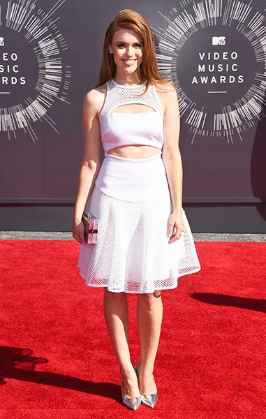 'Teen Wolf' actress Holland Roden was a breath of fresh air on the 2014 MTV Video Music Awards red carpet in a pretty, white A-line dress.