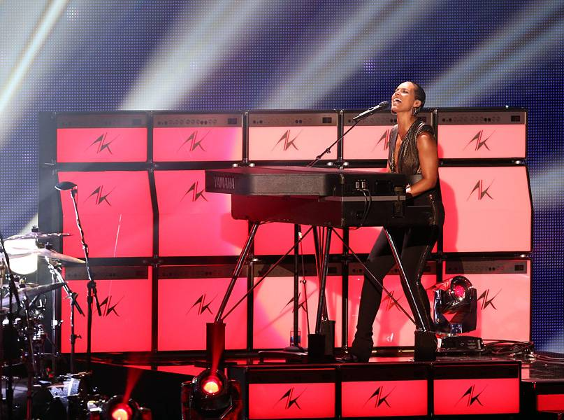 """Alicia Keys rocks the 2012 VMA stage with a blazing performance of """"Girl On Fire."""""""