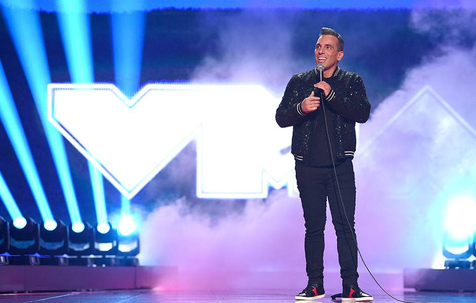 Host Sebastian Maniscalco addresses the 2019 VMAs crowd.